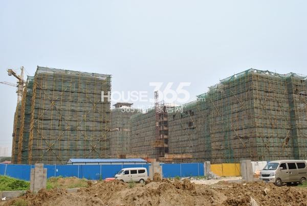 洛城中央御景二期多层建设中(2014.6.12摄)