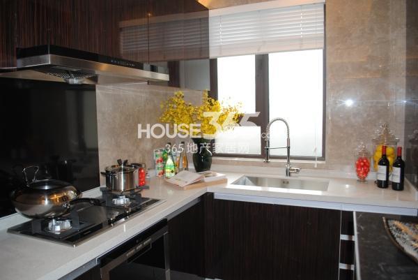 绿地西水东中央生活区188平样板间厨房