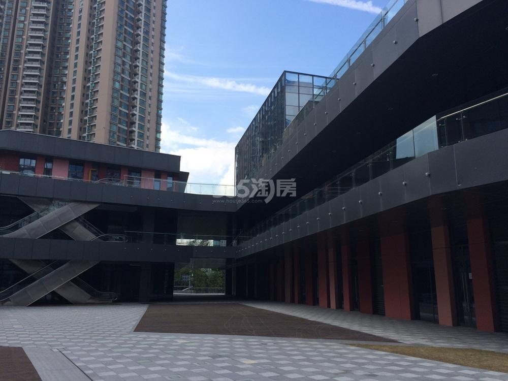世茂外滩新城商业区实景图(9.8)