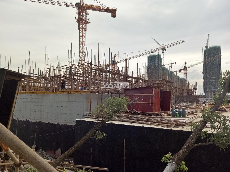 2017年7月底荣安翡翠半岛施工现场内部实景