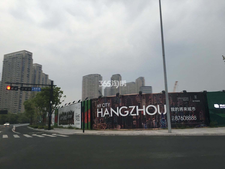 2017年8月信达中心工地现场围挡