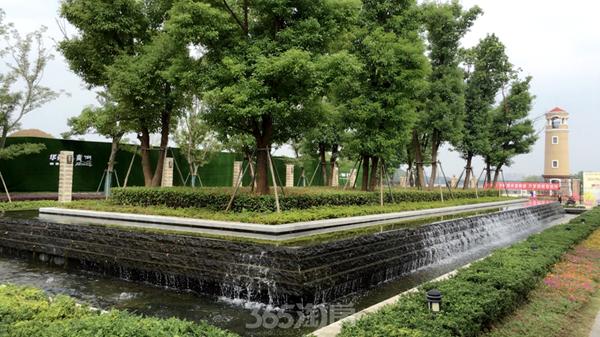 华强城颐景湾畔藏湖小区景观(2017.9摄)