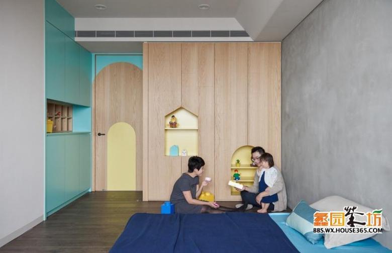 柜子设置了许多收纳空间和有趣的柜门,培养小孩从小对个人物品的保管与收纳习惯,即使孩子们大了,也并不突